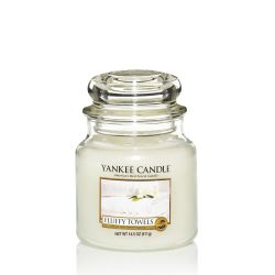 Candele profumate Yankee Candle color bianco  Fluffy Towels Medium Jar online - Prezzo:   24.90 €