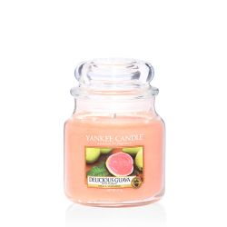 Candele Yankee Candle online  color arancione  Delicious Guava Medium Jar online - Prezzo:   24.90 €