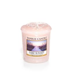 Candele profumate Yankee Candle color rosa  Lake Sunset Votive online - Prezzo:   2.65 €