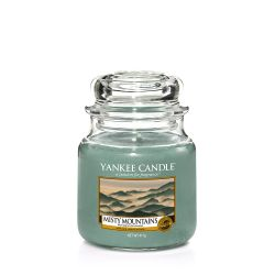 Candele Yankee Candle online  color azzurro  Misty Mountains Medium Jar online - Prezzo:   24.90 €