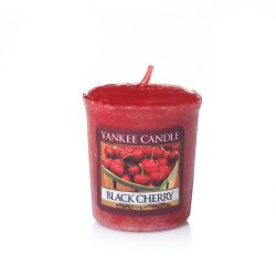 Candele profumate Yankee Candle color rosso  Black Cherry Votive Candle online - Prezzo:   2.65 €